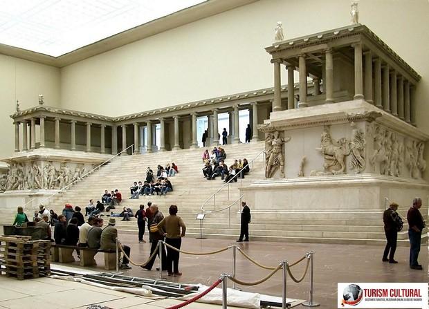 Berlin Pergamon museum altarul lui Zeus (reconstituire)