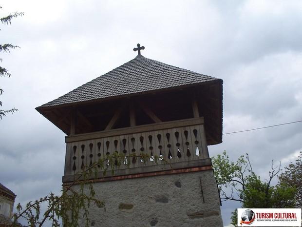 Biserica din Densus clopotnita