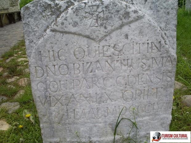 Biserica din Densus placa funerara