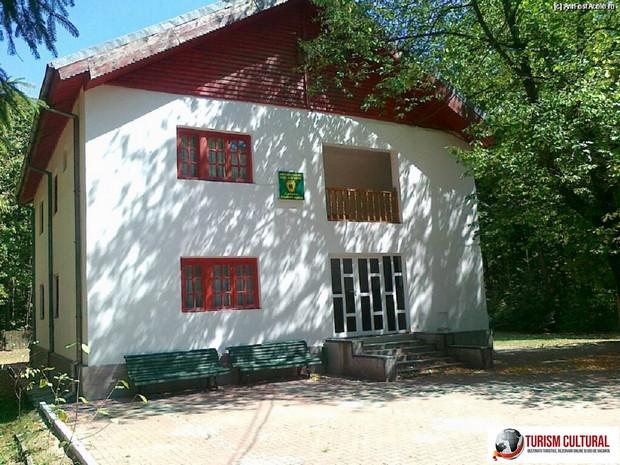 Bucsani Zimbraria Neagra cabana