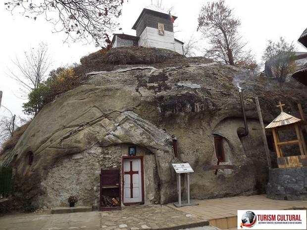 Manastirea Cetatuia Negru Voda biserica rupestra