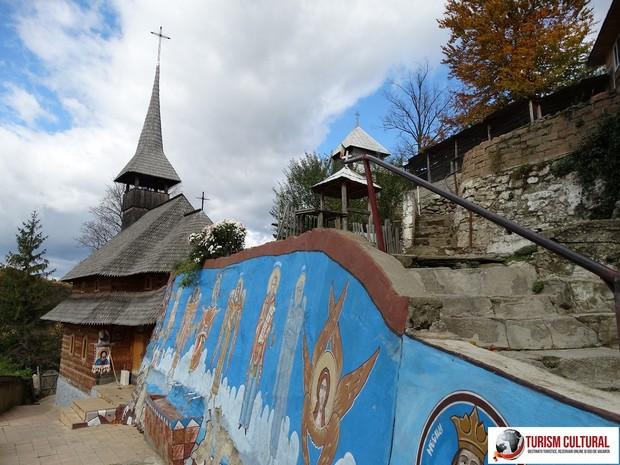 Manastirea Cetatuia Negru Voda in curtea manastirii