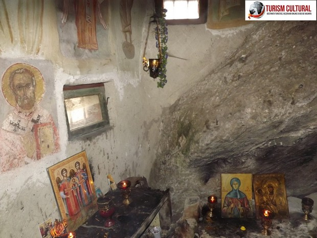 Manastirea Cetatuia Negru Voda Pestera Mosului interior