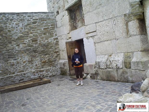 Biserica din Densus usa (la intrare)
