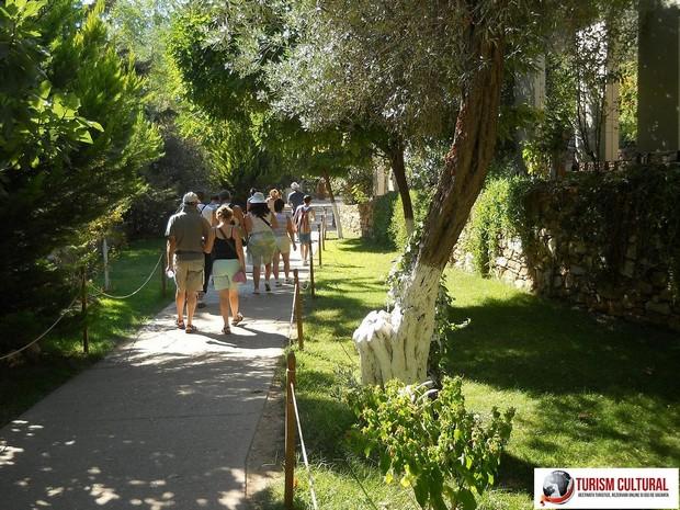 Efes Casa Fecioarei Maria aleea spre iesire