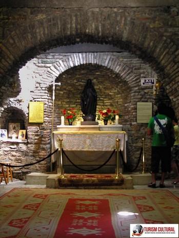 Efes Casa Fecioarei Maria altarul