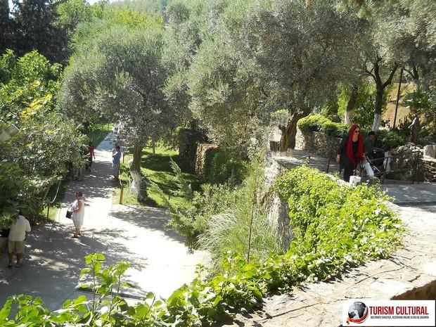 Efes Casa Fecioarei Maria parcul din fata casei