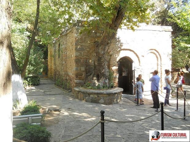 Efes Casa Fecioarei Maria in fata casei (intrarea)