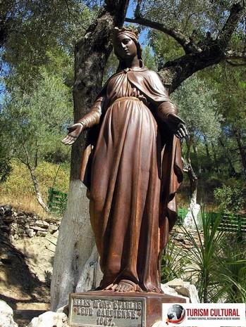 Efes Casa Fecioarei Maria statuia Fecioarei aflata in fata casei