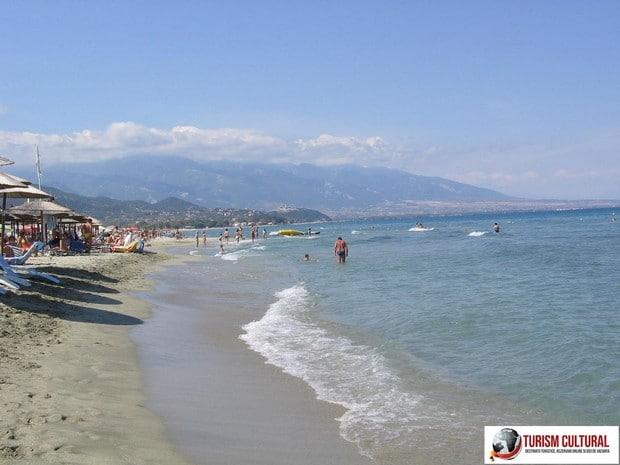 Grecia Nei Pori plaja si muntele Olimp in departare