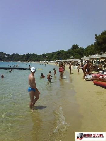 Grecia insula Skiathos plaja Koukounaries, are blue flag (plaja apreciata de turistii din toata lumea)