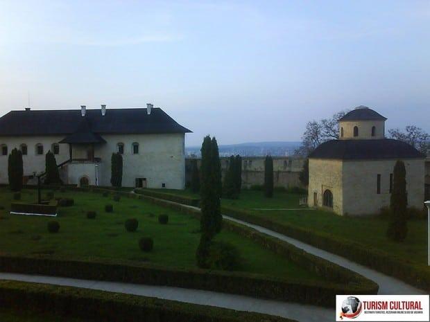 Iasi Cetatuia curtea manastirii