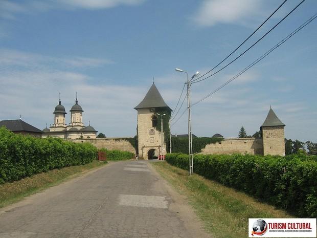 Iasi Cetatuia turn clopotnita (intrarea in manastire)