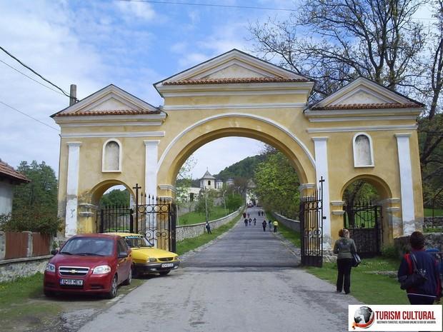 Manastirea Horezu intrarea in manastire