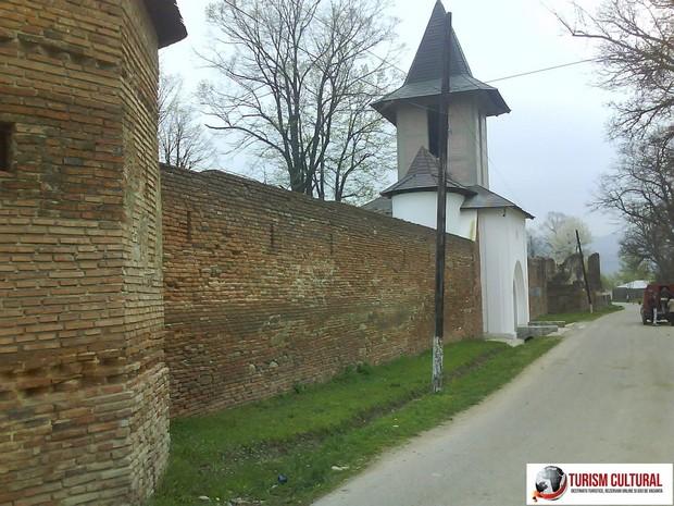 Manastirea Mera drum de acces (in comuna Mera, din judetul Focsani)