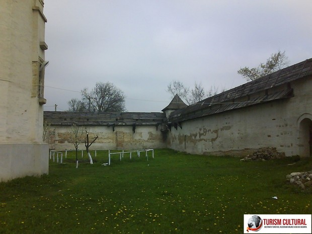 Manastirea Mera zid de aparare