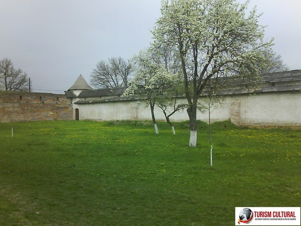 Manastirea Mera zid lateral (in incinta)