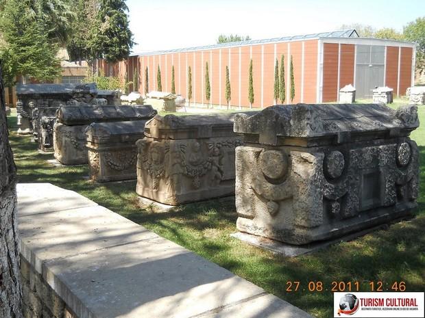 Turcia Aphrodisia muzeul si sarcofagele cu capace