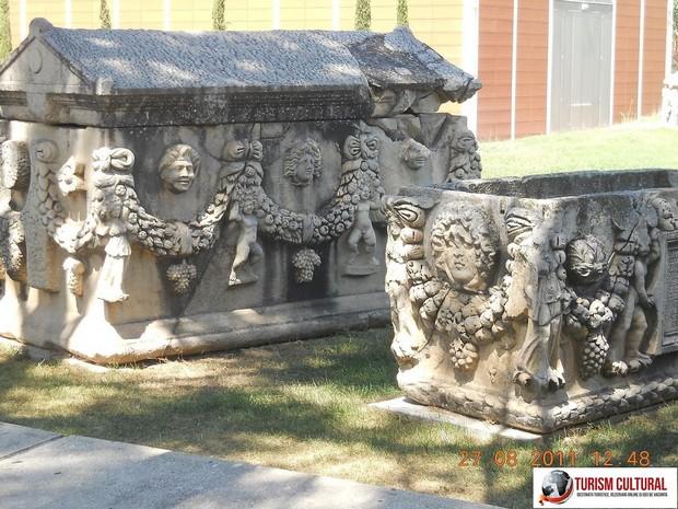 Turcia Aphrodisia sarcofage sculptate cu capac