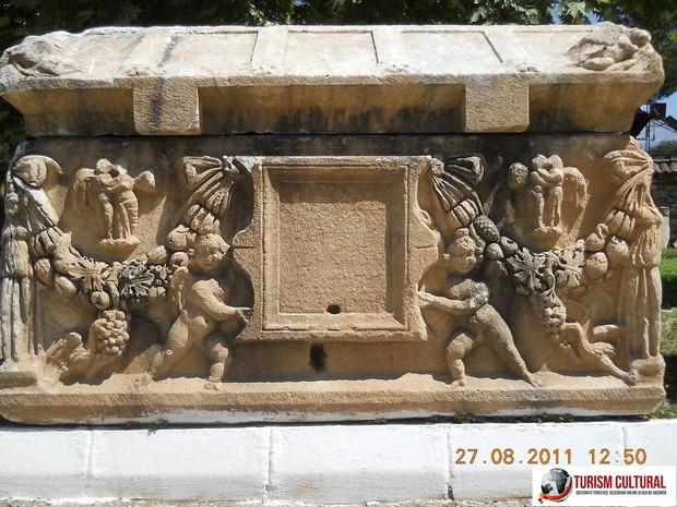 Aphrodisia sarcofage sculptate