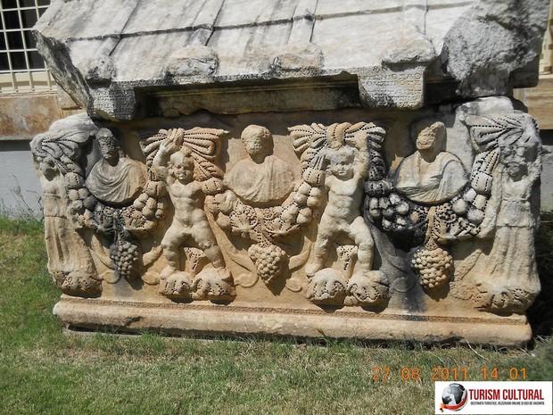 Turcia Aphrodisia sarcofage sculptate in piatra