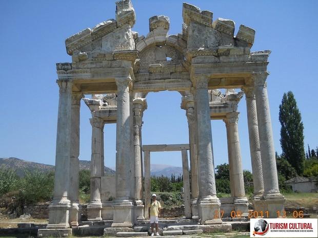 Turcia Aphrodisia Tetrapylon si subsemnatul