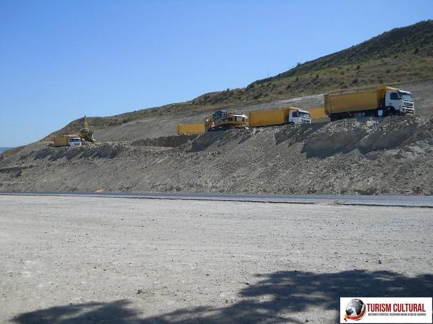 Camioane lucrul la drumurile turcesti