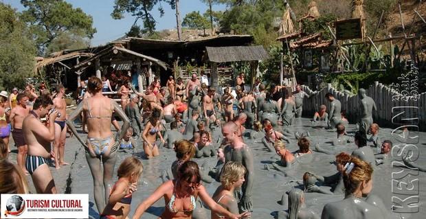 Turcia Dalyan baile de namol (mud bath)