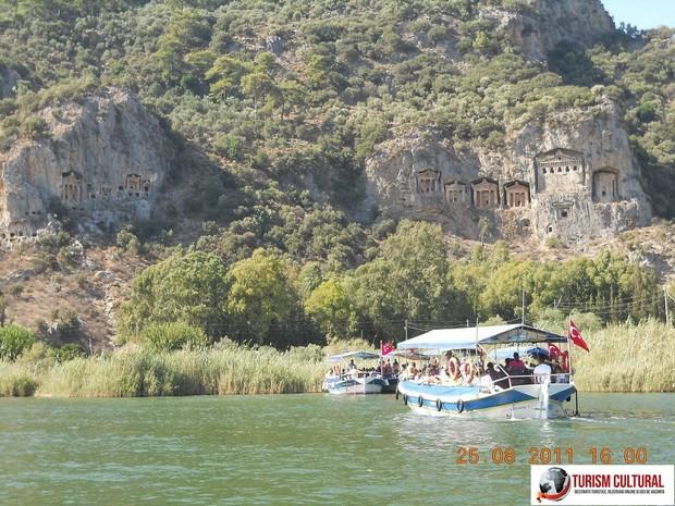 Turcia delta Dalyan mormintele sapate in stanca de la Kaunos