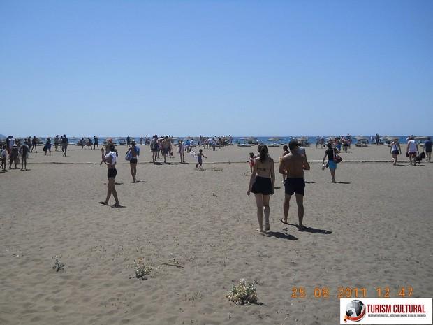 Turcia Dalyan plaja Iztuzu cu turisti
