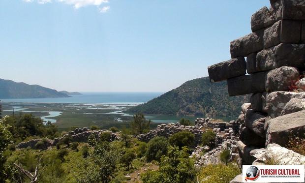 Turcia Dalyan zidurile orasului antic Kaunos