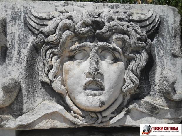 Turcia templul lui Apolo de la Didyma gorgona Medusa