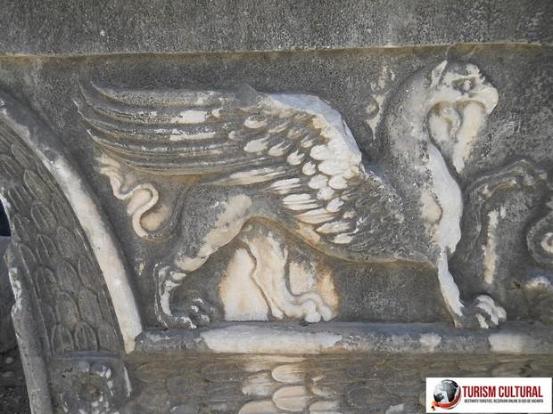 Turcia grifon aflat pe templul lui Apollo de la Didyma
