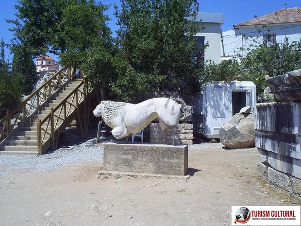Turcia Didyma oracolul lui Apollo leu tanar