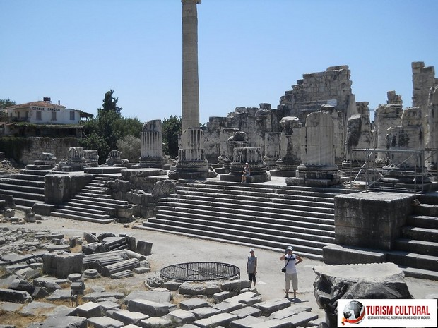 Turcia Didyma Templul lui Apollo vedere din fata