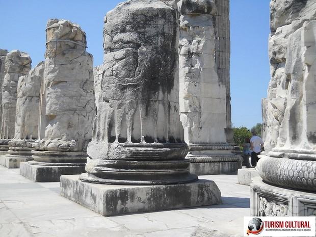 Turcia Didyma oracolul lui Apollo coloane din pronaos