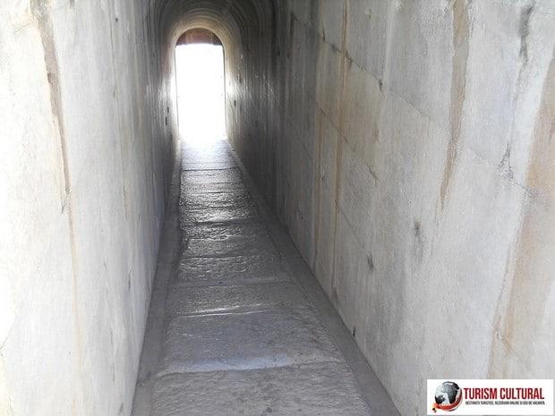 Turcia Didyma Templul lui Apollo pasajul spre incinta interioara