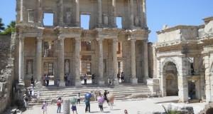 Turcia Efes biblioteca lui Celsus (privire de ansamblu)