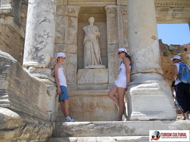Turcia Efes biblioteca lui Celsus (Andrei si Maria)