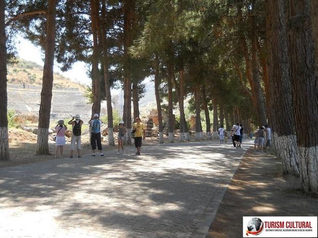 Turcia Efes intrarea de jos (drumul spre amfiteatru)