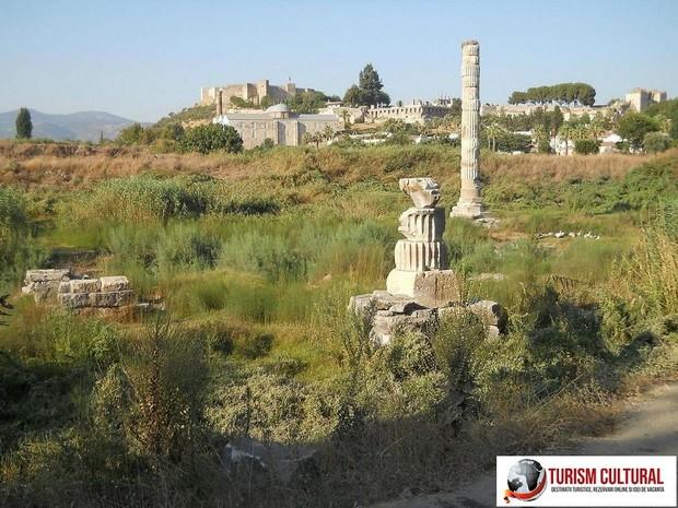 Turcia Efes templul Artemisei coloanele templului
