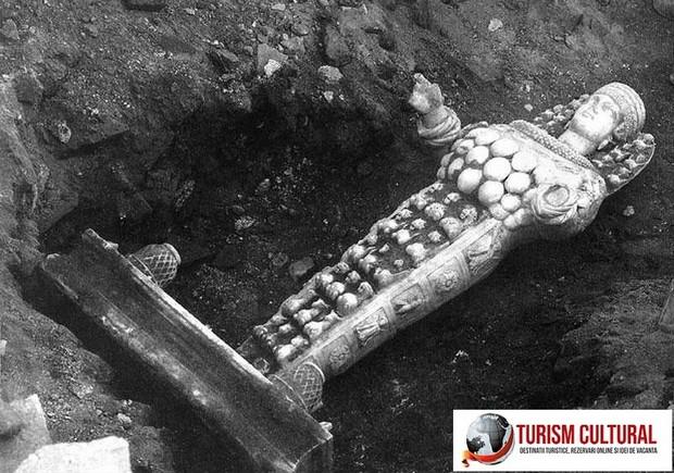 Turcia Efes templul Artemisei statuie de cult de provenienta romana