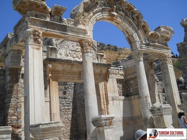 Turcia Efes templul împaratului Hadrian