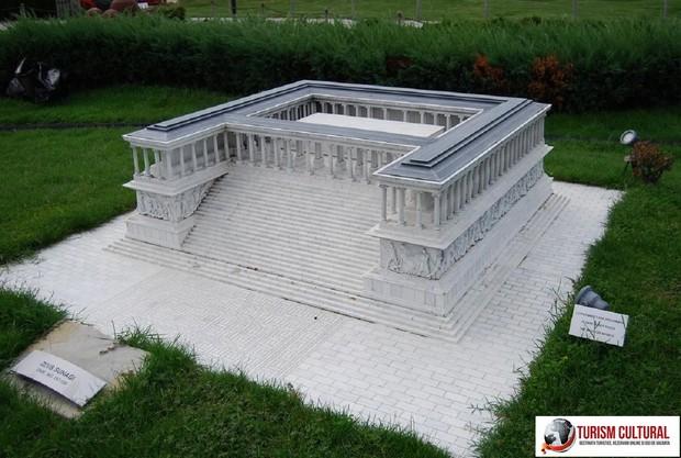 Turcia Istanbul Miniaturk park altarul lui Zeus de la pergam