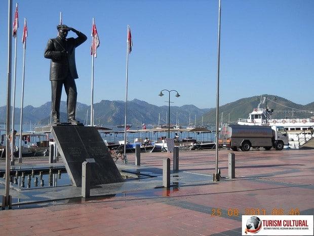 Turcia Marmaris statuia lui Ataturk (langa Marina)