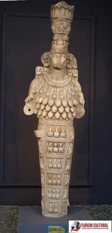 Turcia muzeul din orasul Selcuk statuia zeitei Artemis