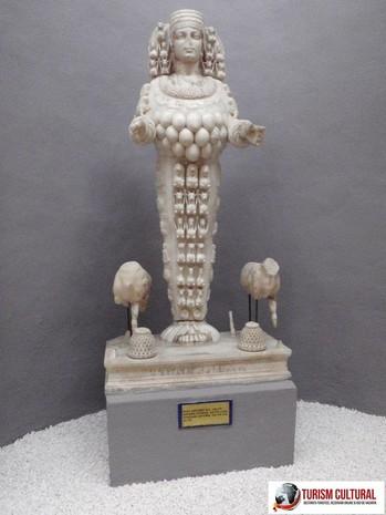 Turcia muzeul din Selcuk statuia zeitei Artemis