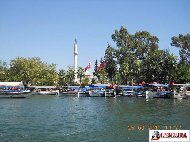Turcia orasul Dalyan si moscheea