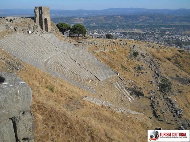 Turcia Pergam amfiteatrul (vedere dinspre Trajaneum)
