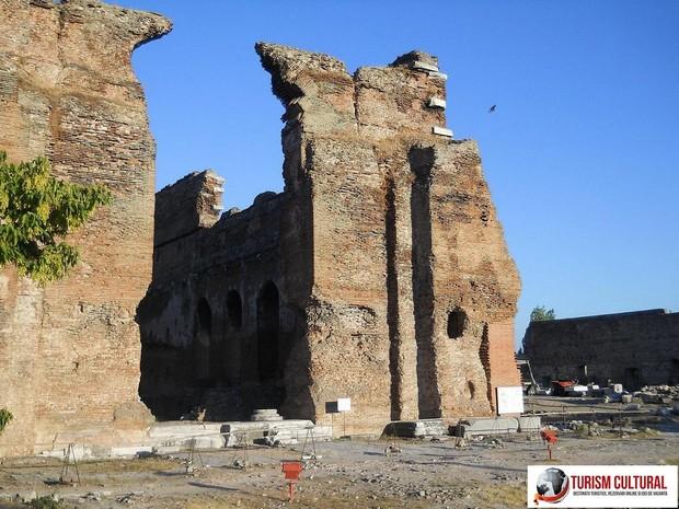 Turcia Pergam Biserica Rosie (Red Basilica)